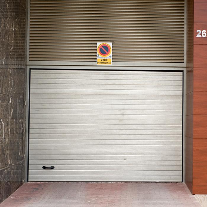 Puerta-Automática-Seccional-Acabado-Piel-Portaca