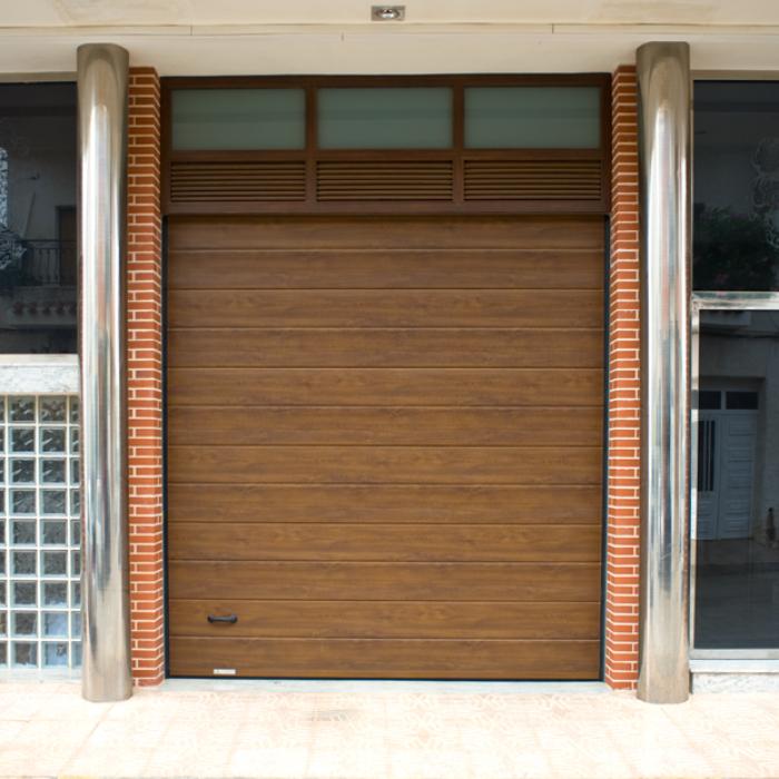 Puerta-Automática-Seccional-Imitación-Madera-Portaca